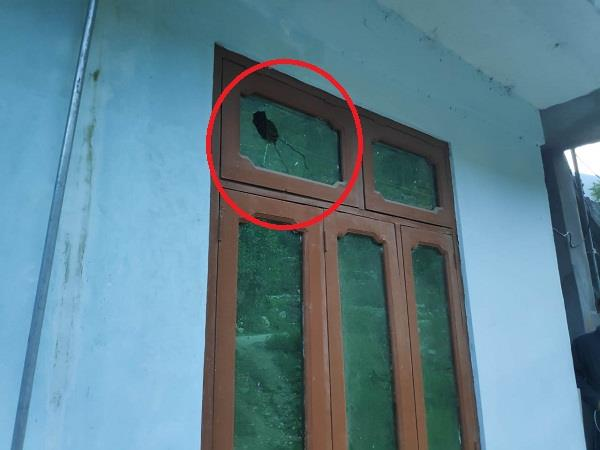 naughty elements attacked the cpim office with stones