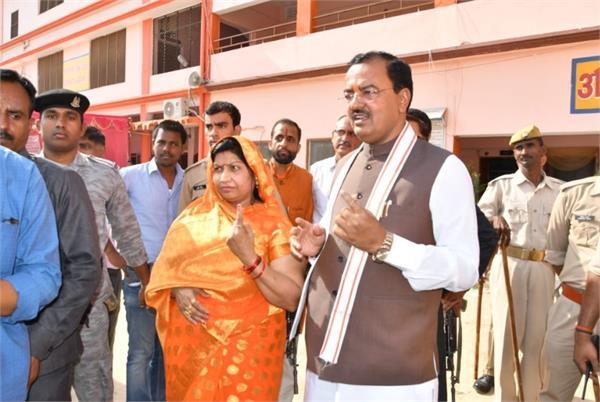 deputy cm keshav prasad maurya voted with wife