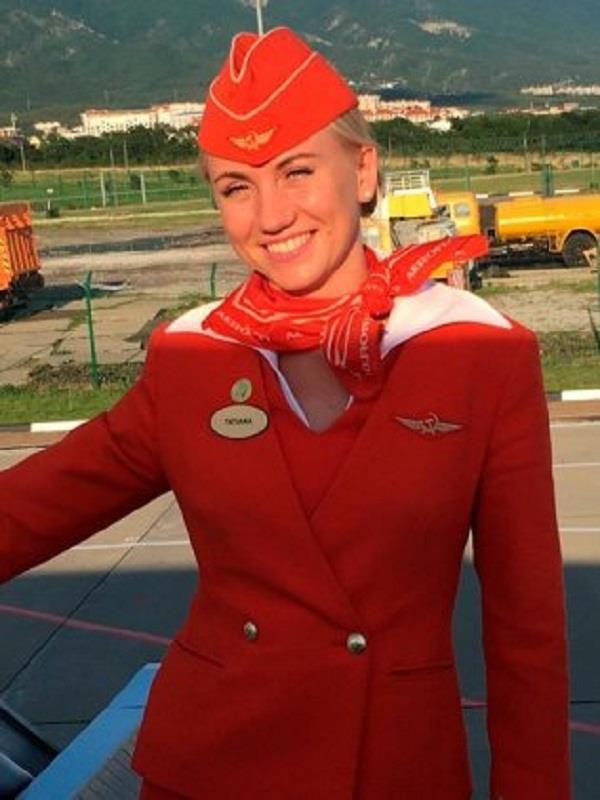 air stewardess saved passengers from burning plane