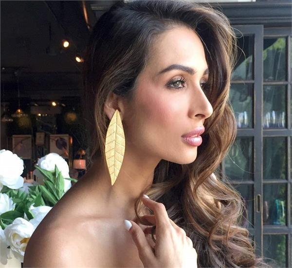 Beauty Secrets: जवां रहने के लिए मलाइका चेहरे पर रगड़ती हैं ये 2 चीजें