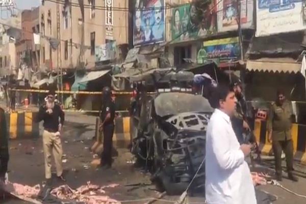pakistan explosion near sufi dargah in lahore 4 killed