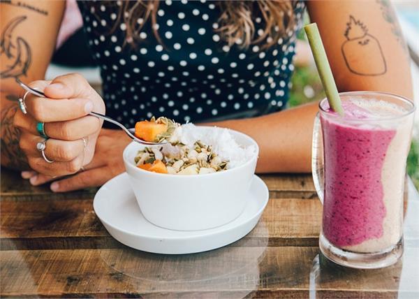 Women Health: हैल्दी रहने के लिए खाली पेट क्या खाना चाहिए, क्या नहीं?