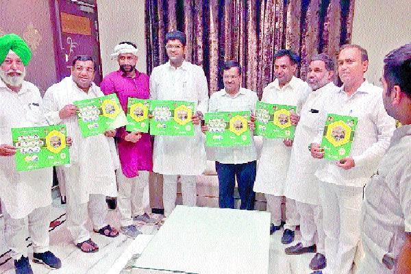 arvind kejriwal and dushyant chautala released jajpa janseva patra 2019