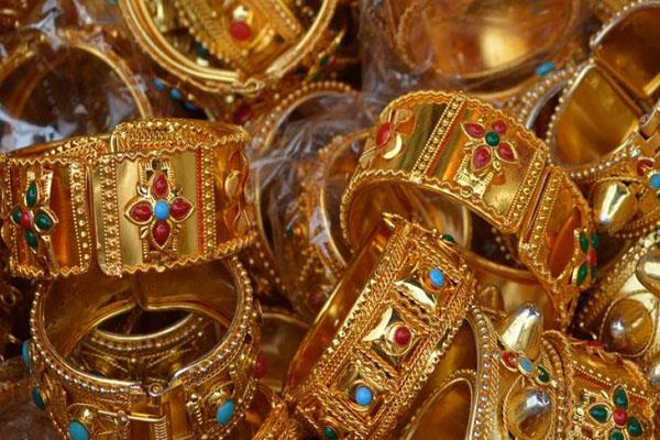 gold rises to rs 325 silver reaches rs 550
