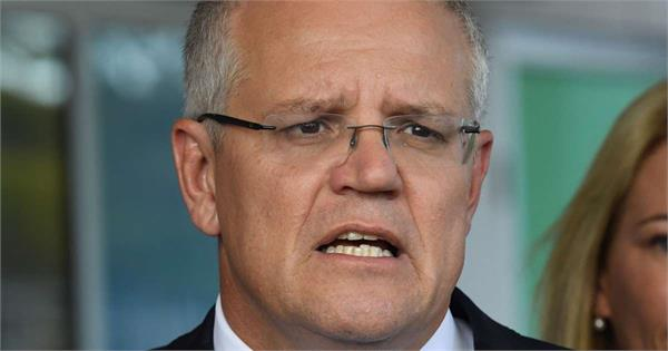 australia pm scott morrison egged on campaign trail