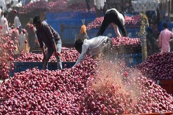 kamal nath government surrounded by the onion garlic prices