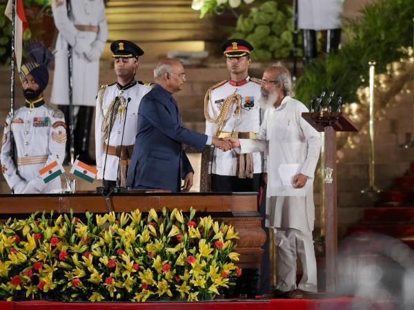 a lot of claps when pratap sarangi taking minister oath