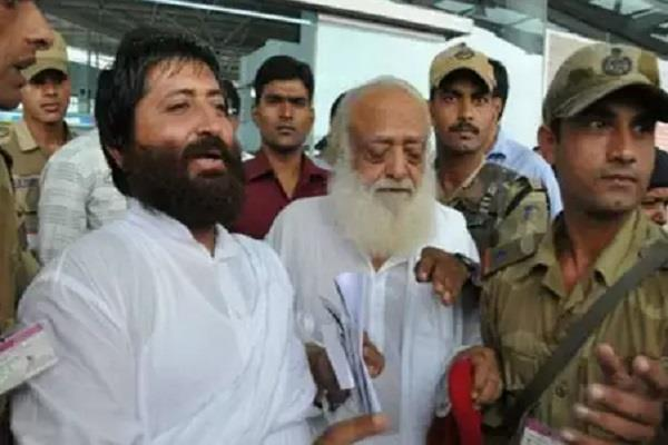 narayan sai was felicitated by wife janaki after life sentence