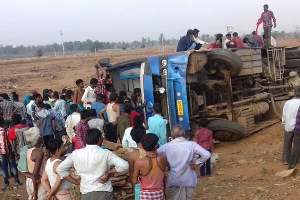 uncontrolled bus flip 15 injured passengers