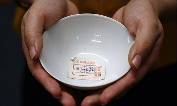 300 year old chinese bowl bought for 20 sells for 40k