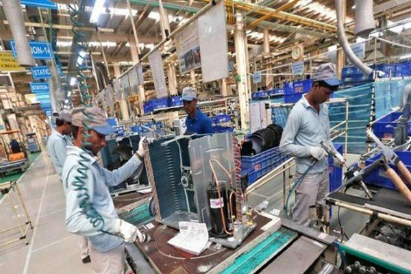 india s services sector output growth at 7 month low in apr pmi