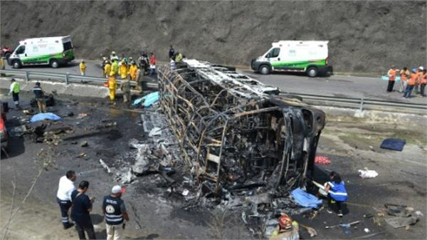 mexico crash kills 21 as bus and tractor trailer collide