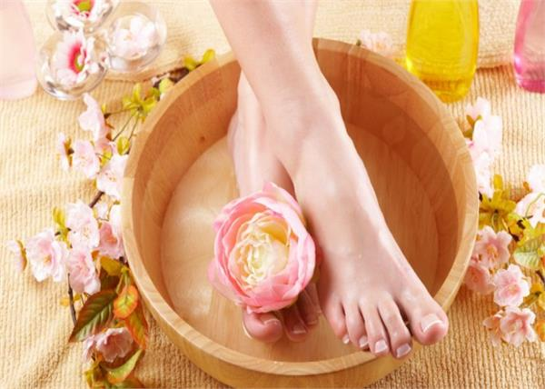 इन 5 तरीकों से करें Foot Detox, पैर होंगे साफ और बीमारियां भी रहेंगी दूर