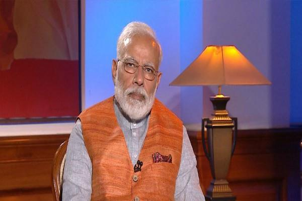 pm modi used digital camera and email in 1988