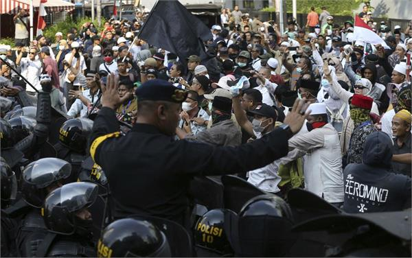 protesters and police clash in aftermath of indonesia election