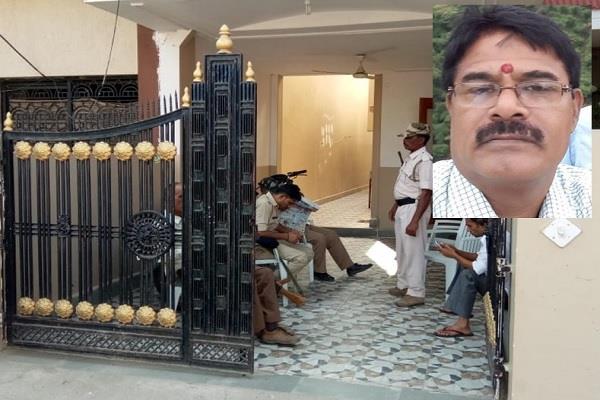 lokayukta s big action raiding the house of nagar panchayat cmo