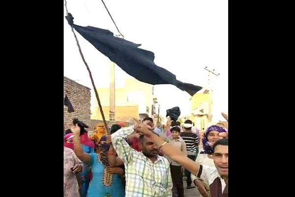 villagers protested against barala during election campaign