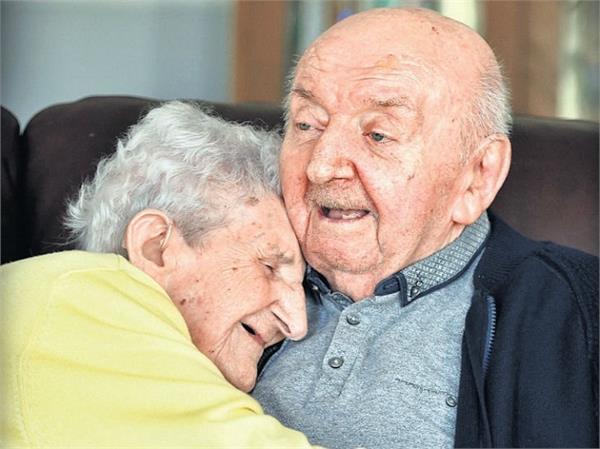 मदर्स डे: 100 साल की मां आज भी कर रही है 82 साल के बेटे की देखभाल, दिल छू लेगी इनकी कहानी