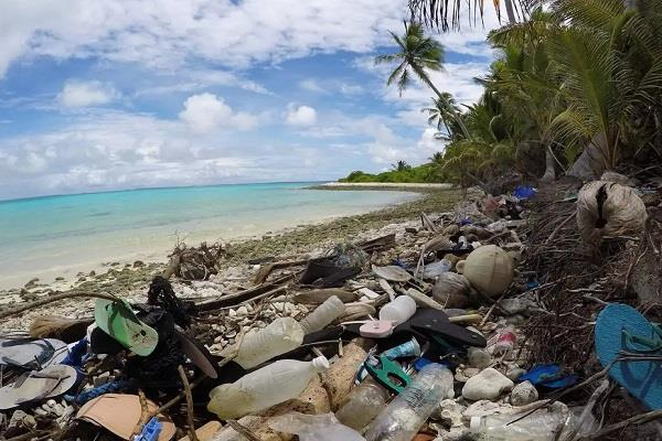 about 41 million pieces of plastic deposited on the cocos islands in australia