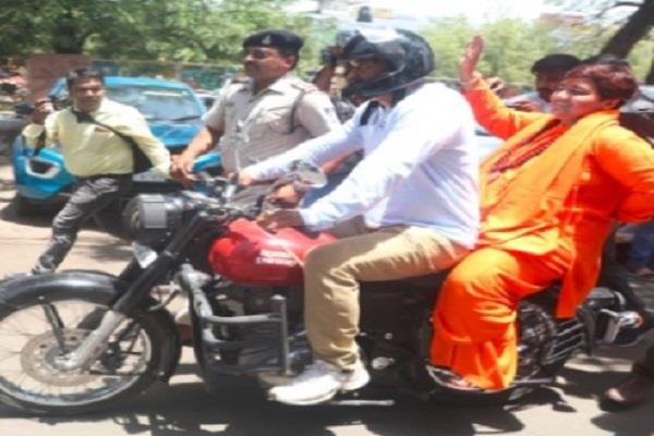 diggi s road show revealed by pragya bike rally election campaign
