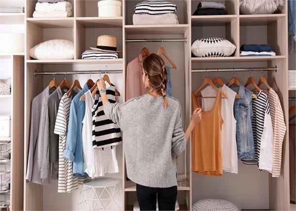 सिल्क, कॉटन हो या लिनेन, यूं करें कपड़ों की केयर