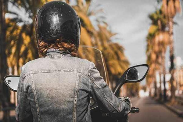 6 lakhs of insurance lost on not wear helmet