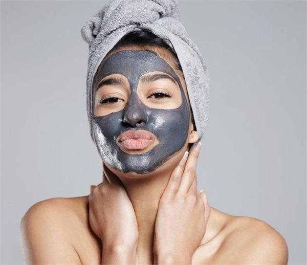 ऑयली स्किन के लिए बेस्ट हैं Clay Mask, यूं करें इस्तेमाल