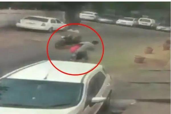 bike borne assailants snatch a woman s chain in delhi