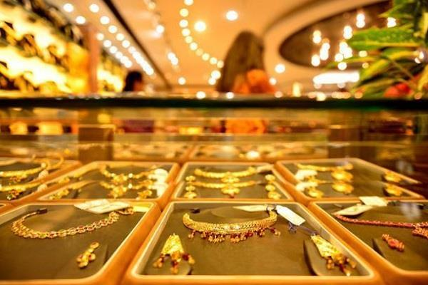 fall in gold prices