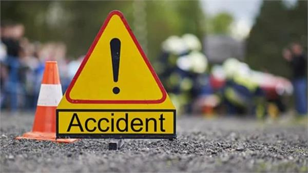 badaun two children crossing the road die due to a car collision