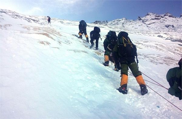 two indian climbers die near mount kanchenjunga summit