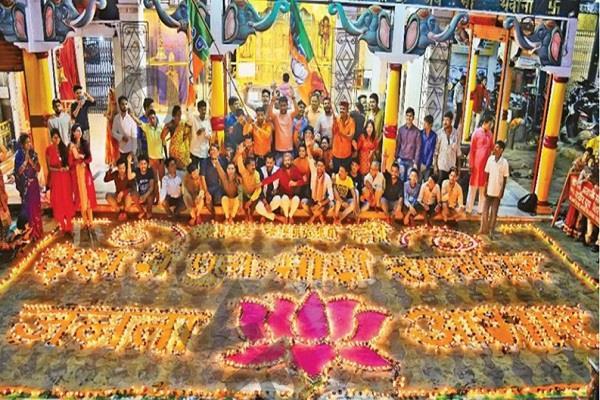 unique celebration of victory of bjp
