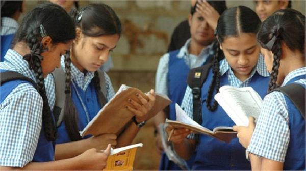 स्ट्रीट लाइट में बैठकर पढ़ती थी किरण, ICSE की परीक्षा में लिए 90%