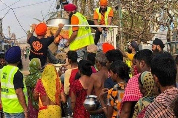 iit students and sikh organizations give help to victims