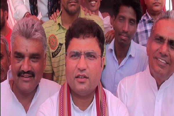 ashok tanwar over evm security targets on bjp state president subhash barla