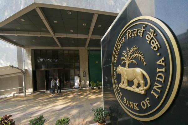 bank can use aadhar for kyc on approval of customer rbi