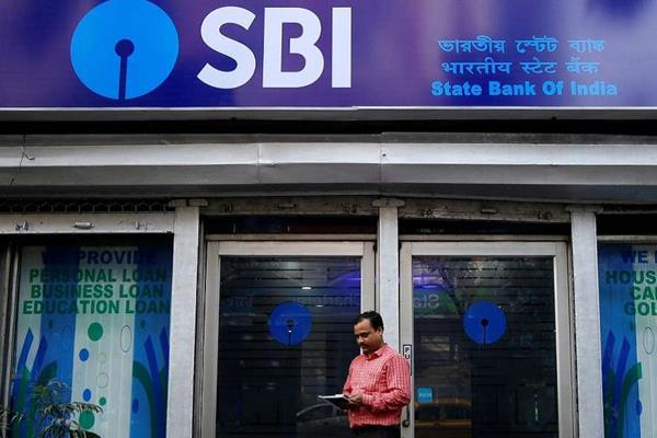 sbi up 4 to rs 838 crores in q4