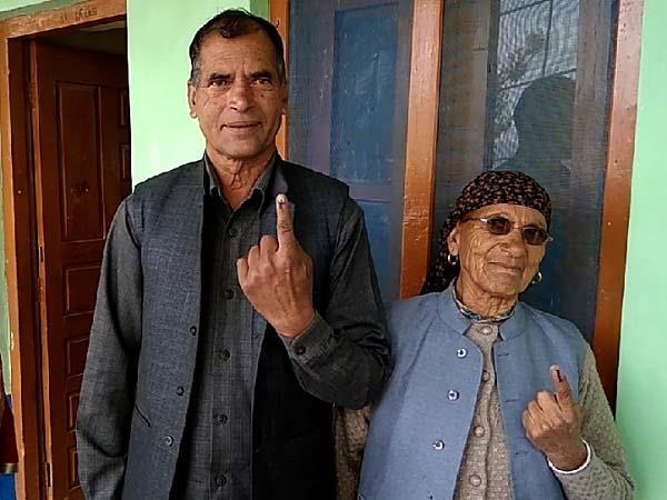 cm jayram s mother and elder brother did voting