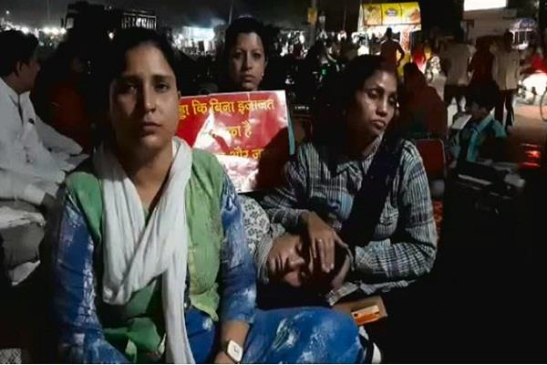 women s movement stopped by krishnpal gurjar security forces pushed them away