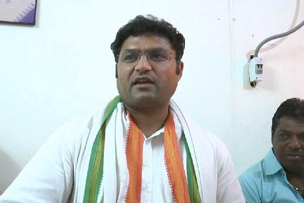 ashok tanwar given controversial statement o evm safety
