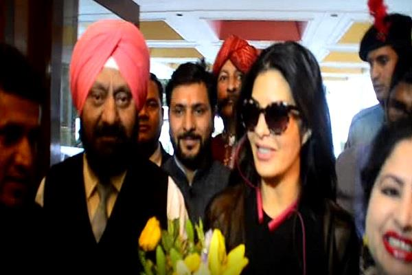 bollywood actress jacqueline fernandez reached nainital to shoot thriller film
