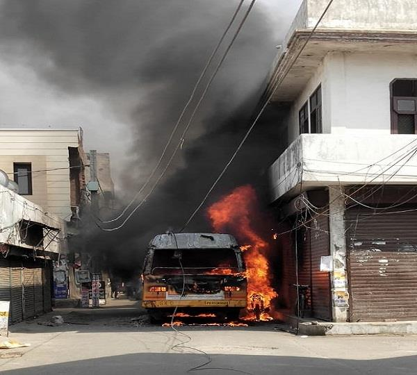 fire in moving school bus in ludhiana