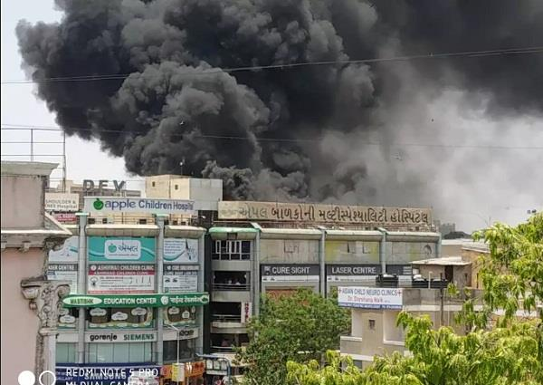 fire in a 4th storey building in ahmedabad no casualties