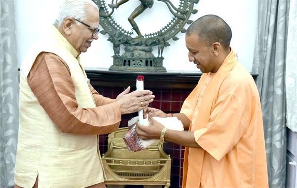 yogi in raj bhavan from naik discussions on various topics