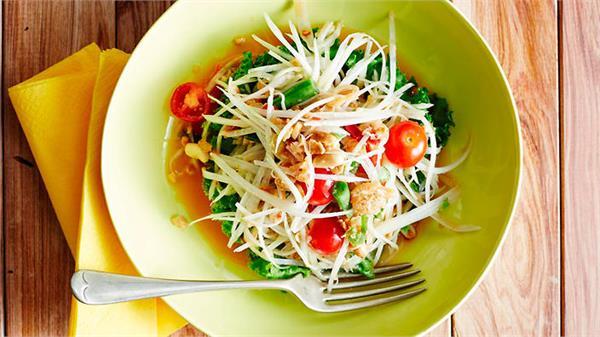 सिंपल नहीं बनाकर खाएं हैल्दी Som Tam सैलेड