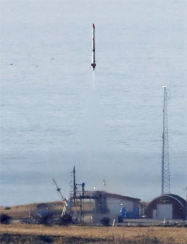 japan s private rocket reaches outer space for first time