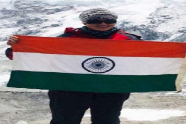mp s daughter waved at everest