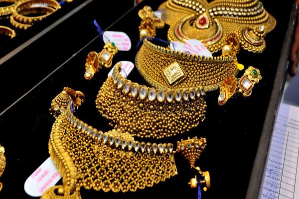 gold rises to rs 150 silver recovers
