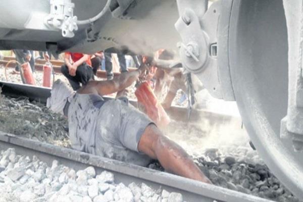 fire in engine tata muri passengers traveling platform to moving train