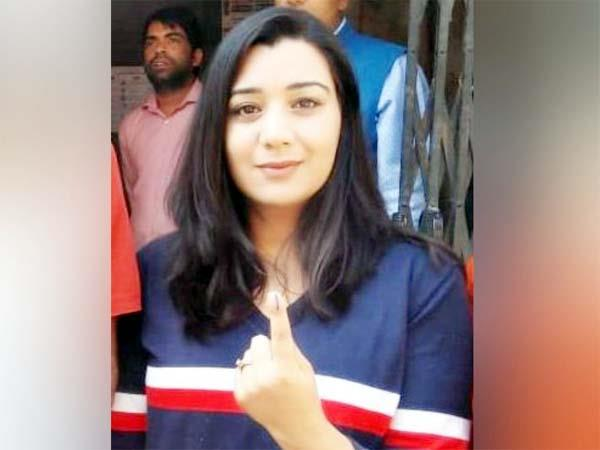 girl reached solan from canada voting with family